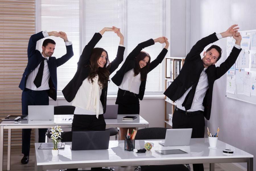 Dân văn phòng cần bỏ túi 5 mẹo sau đây để vượt qua mệt mỏi hằng ngày.