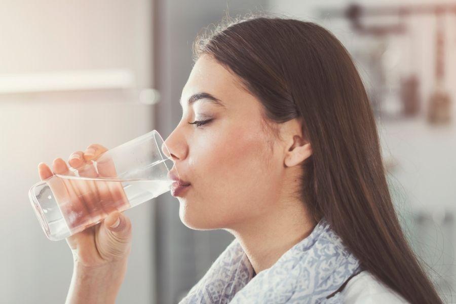 Uống nước liên tục trong ngày